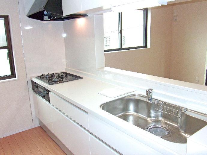 壁付きキッチンをオープン対面化するなど導線を改良し、よりくつろげる空間への変更も可能です。