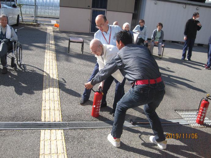 (★)定期的に消防訓練を行い安全を守っています!