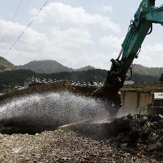 解体工事中の粉塵対策