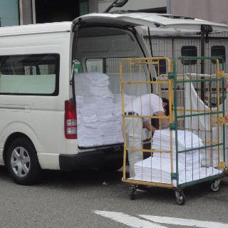 ワゴン車でクリーニングの配送