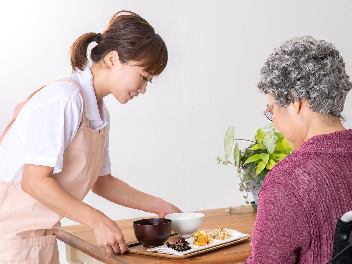 ★調理師は栄養たっぷりなお食事を調理から配膳・下膳までを行います。