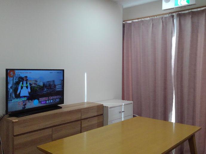 テーブルに着きながらTVを見ることもできます