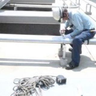 ケーブルの配管作業 (2)