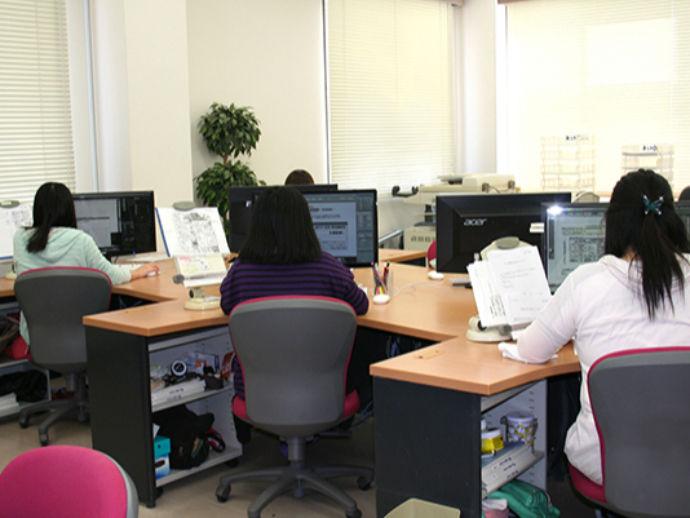 原稿はすべて社内で専門スタッフが制作しています