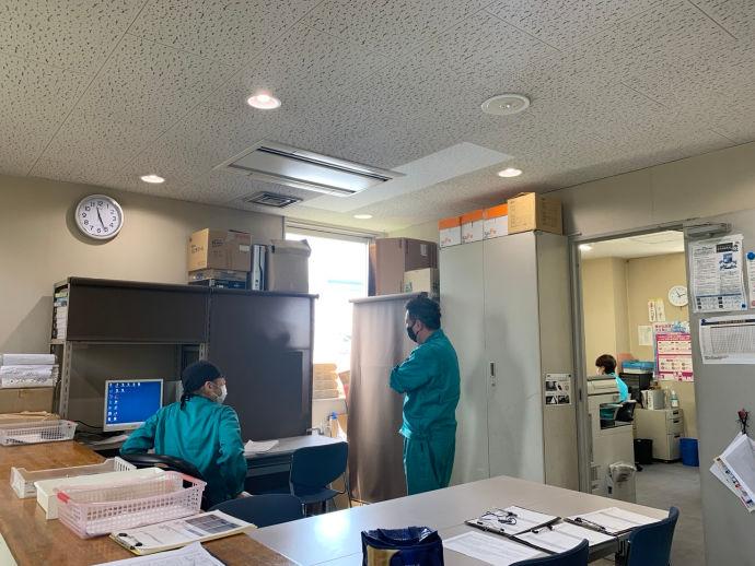 神戸営業所内の様子。1人ずつロッカーもございます。